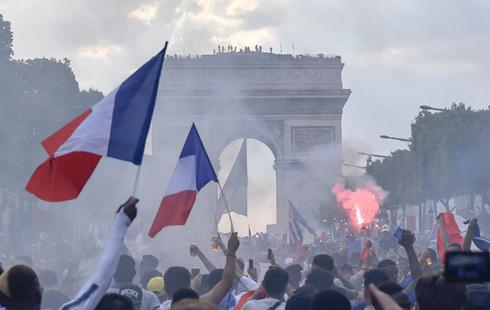 فرانسيا قۇراماسى الەم چەمپيونى بولدى، بۇكىل پاريج شاتتىققا شومدى